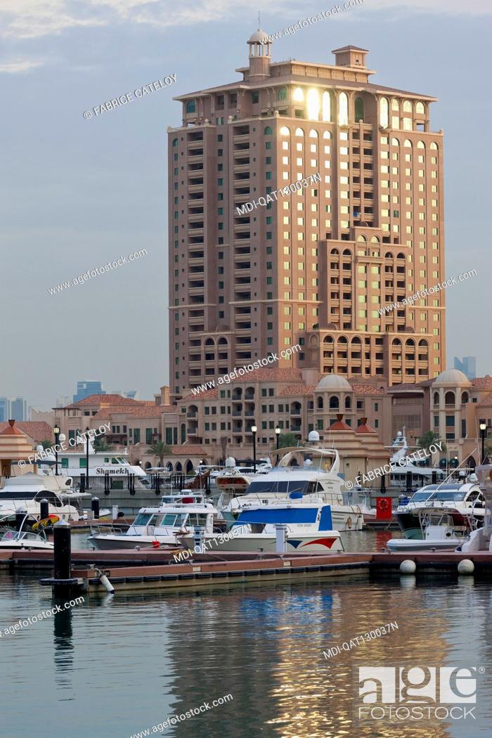 Imagen: Qatar - Doha - The Pearl - Porto Arabia - La Croisette - Complex under construction.