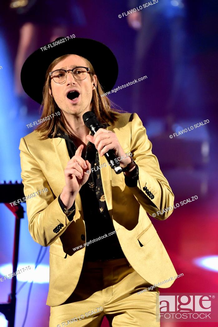 Imagen: A/J Jackson, leader of the band Saint Motel during the performance at the tv show Che tempo che fa, Milan, ITALY-05-02-2017.