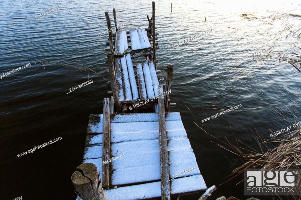 Stock Photo: Russia. Belgorod region. On the shore of the reservoir Belgorod. Dawn.