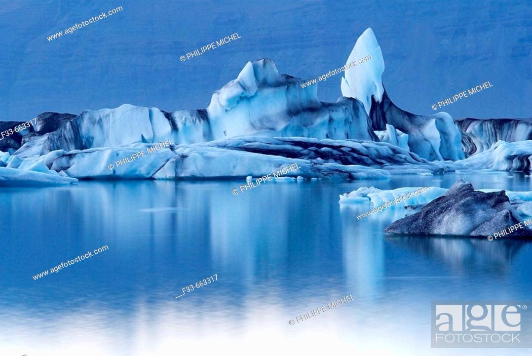 Stock Photo: Iceland. Vatnajokull glacier. Iceberg at Jokulsarlon.