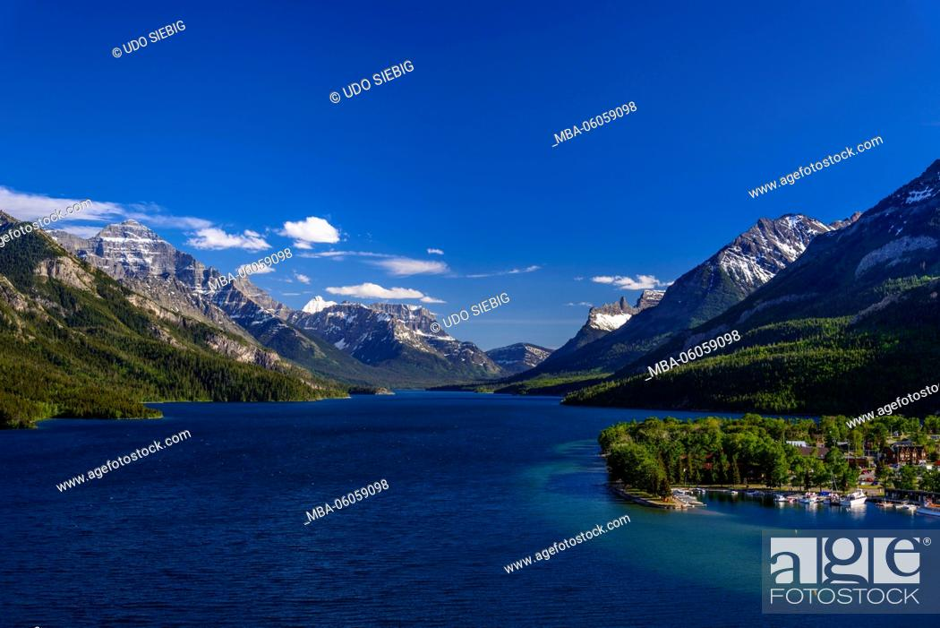 Stock Photo: Canada, Alberta, Waterton Lakes National Park, Waterton Village, Upper Waterton Lake, View from the Prince of Wales Hotel.