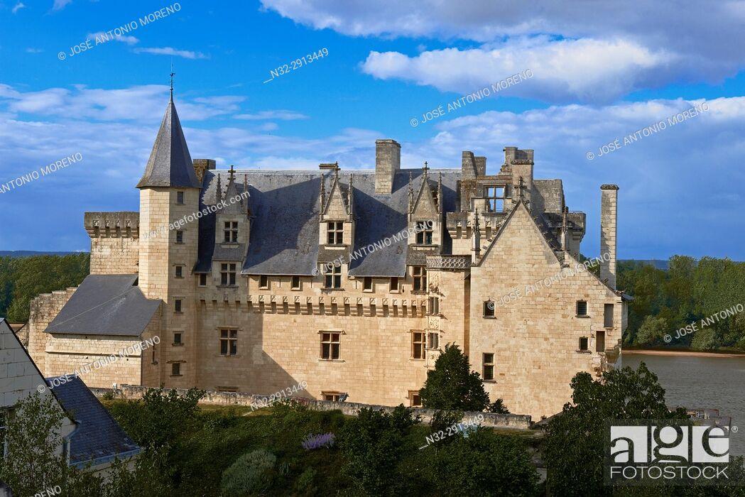 Photo de stock: Montsoreau, Loire River, Castle, Labelled Les Plus Beaux Villages de France, The Most Beautiful Villages of France, Maine et Loire, Pays de la Loire.