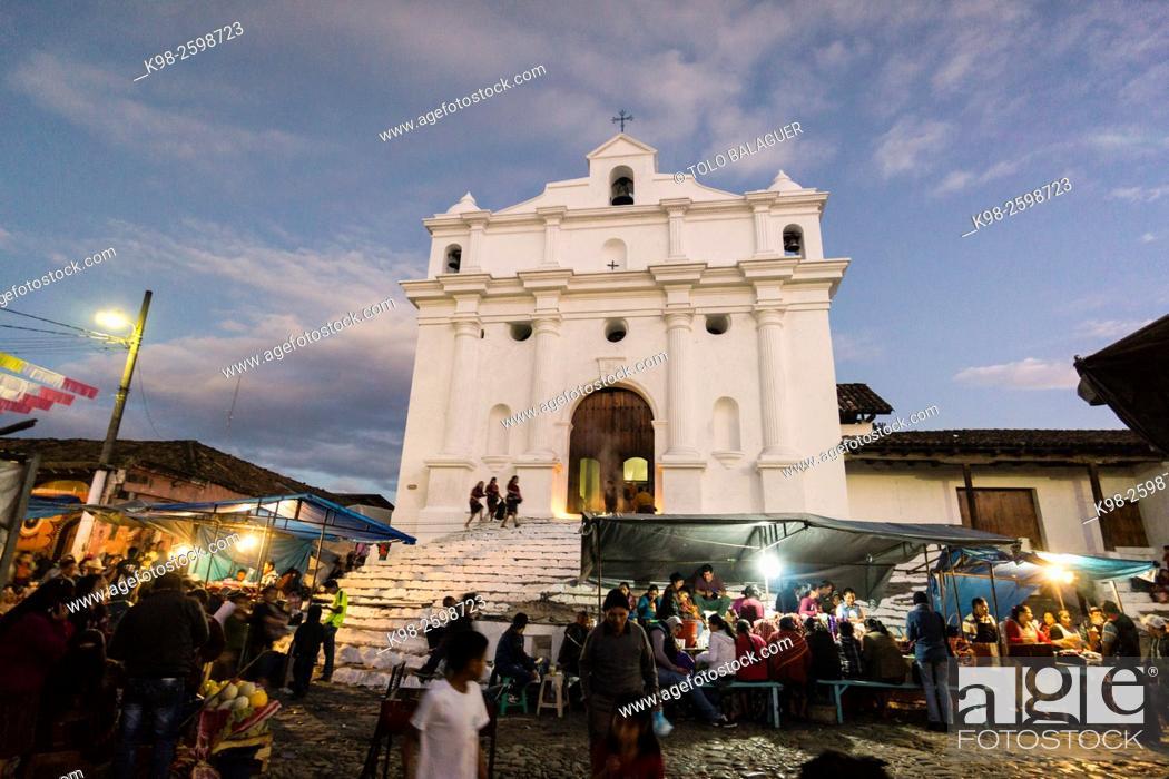 Stock Photo: Iglesia de Santo Tomás y mercado, Chichicastenango , Municipio del departamento de El Quiché, Guatemala, Central America.
