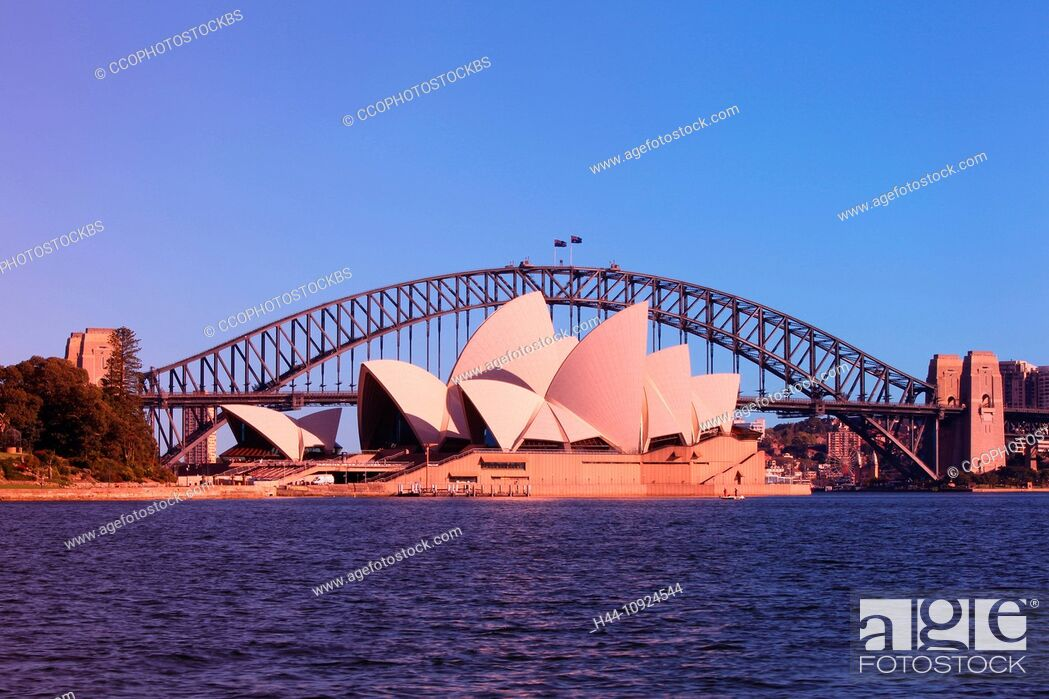 Stock Photo: Sydney opuses House, Harbour bridge, Royal Botanical Gardens, opera, opera-house, bridge, botanical garden, harbour, port, water, blue sky, morning, sun.