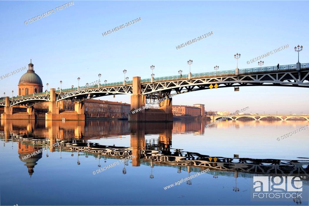 Stock Photo: France, Haute Garonne, Toulouse, Saint Pierre bridge, Grave Saint Joseph Hospce.
