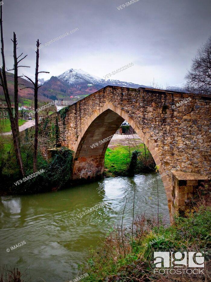 Imagen: Roman bridge over Fuensanta river, Ceceda, Nava municipality, Asturias, Spain.
