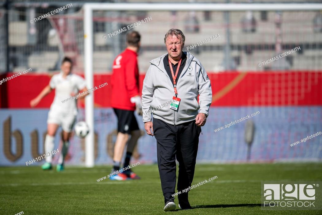 Bundescoach Horst Hrubesch Germany Ges Fussball Frauen