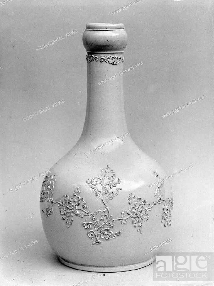 Imagen: Water Bottle. Date: ca. 1755; Geography: Made in Staffordshire, England; Culture: British (American market); Medium: Stoneware; Dimensions: H.