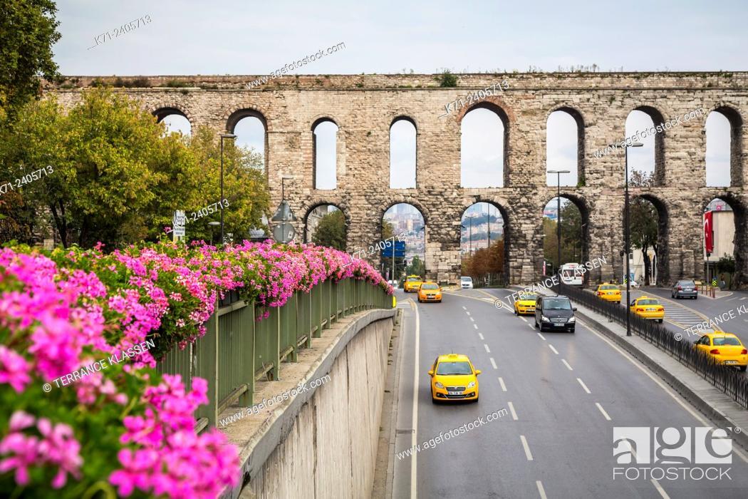 Imagen: The Valens Aqueduct in Sultanahmet, Istanbul, Turkey, Eurasia.
