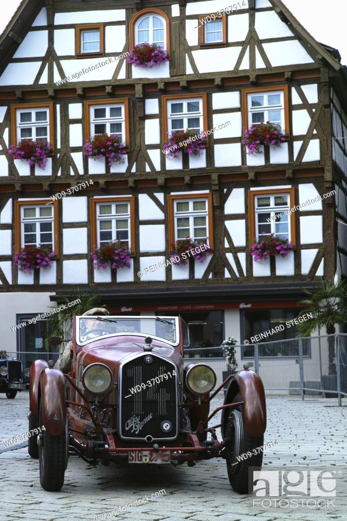 Imagen: veteran, vintage cars, automobiles in the streets of Messkirch, historic center.