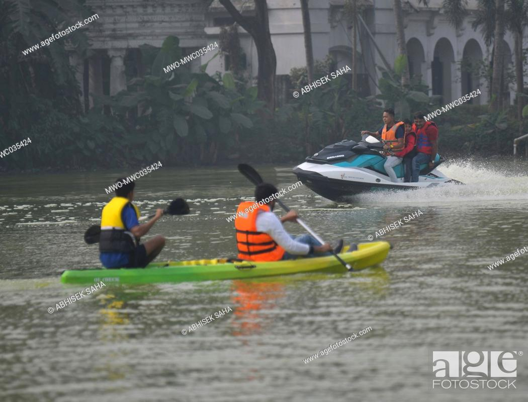 Imagen: Participants trying out water rides during the five day Adventure Tourism Festival. Agartala, Tripura, India.