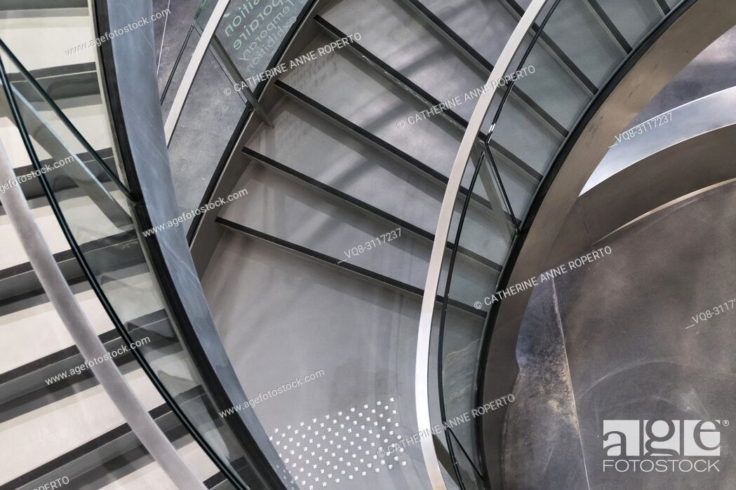 Imagen: Curving fan of chrome, black and silver stairs spiralling to a vortex with textured flooring at the Roman Museum, Nimes, France.
