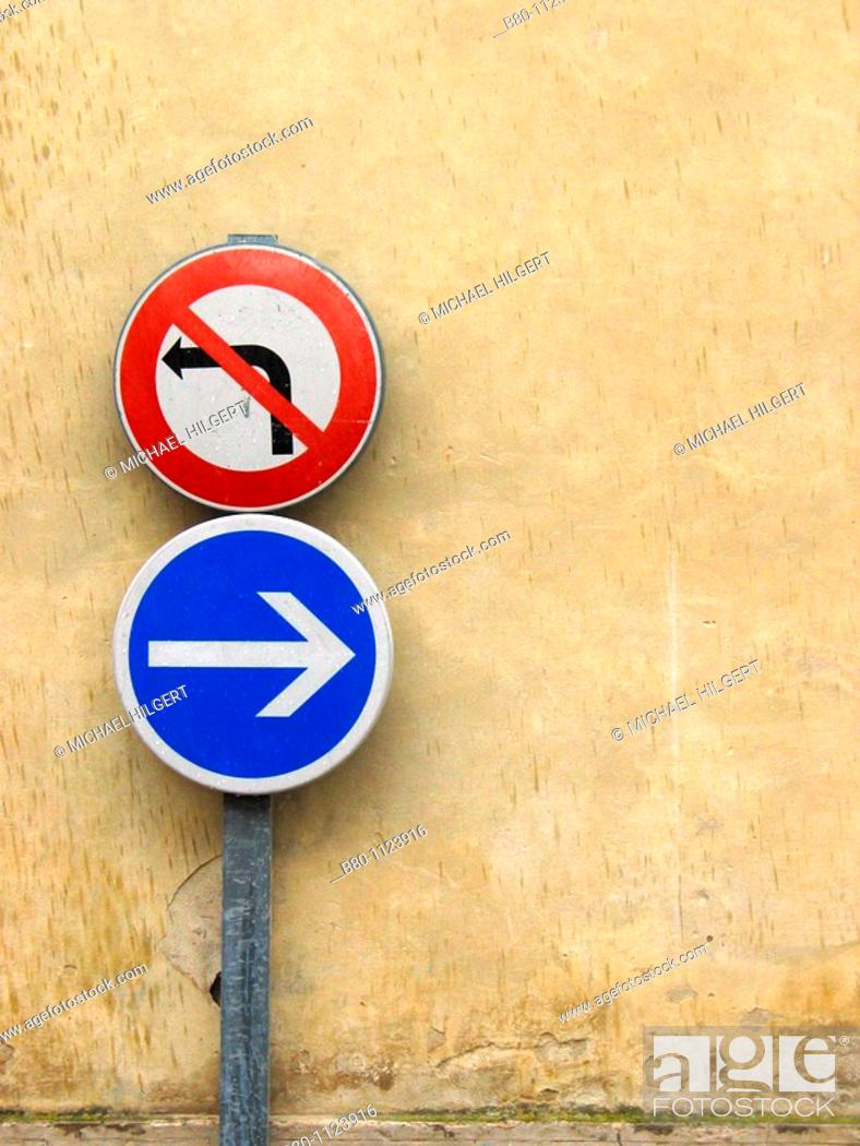 Stock Photo: Road sign, street sign, drive right not left, Pernes-les-Fontaines, France.