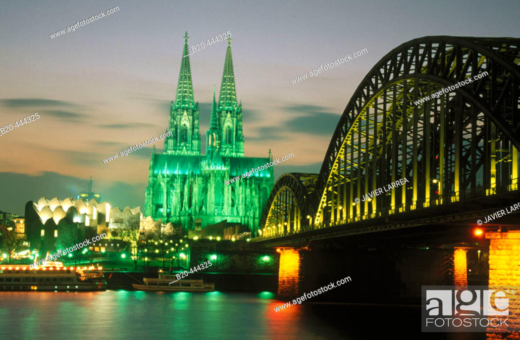 Stock Photo: Cathedral and Hohenzollern Bridge at night. Cologne. Germany.