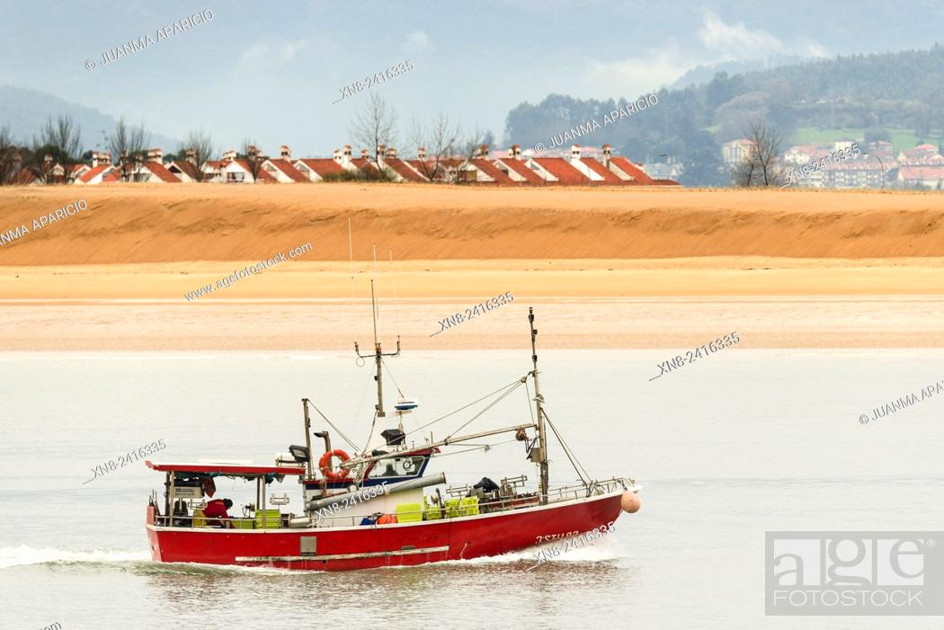 Imagen: Fishing Boat, Santoña, Cantabria, Spain, Europe.