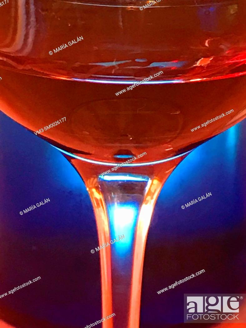 Imagen: Glass of red wine against blue background, Close view.