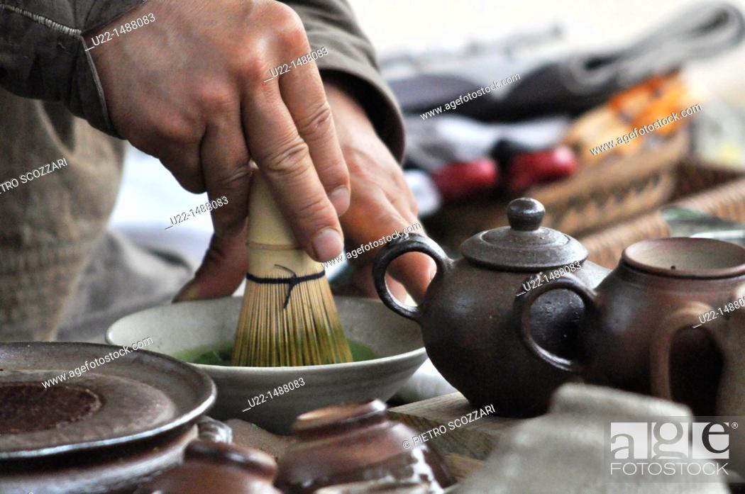 Stock Photo: Seoul (South Korea): traditional tea ceremony in Insadong.