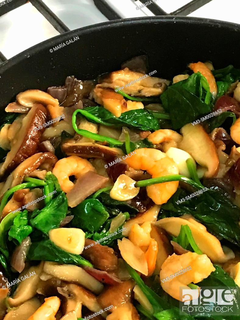 Stock Photo: Cooking mushrooms, prawns, spinach and garlic.