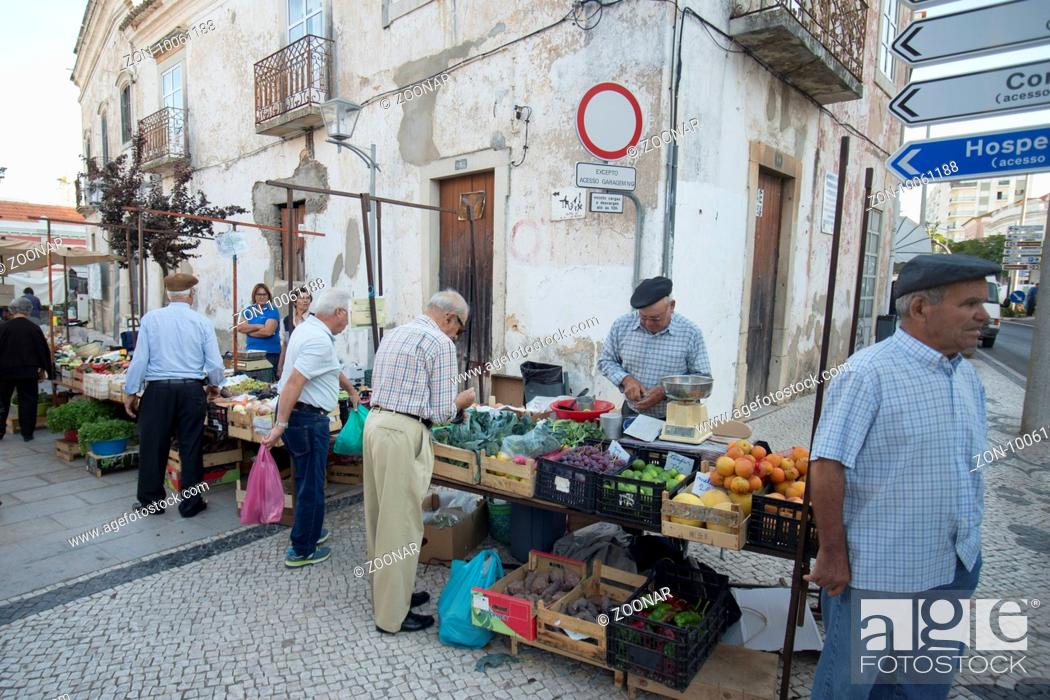 Photo de stock: the Markethall in the town of Loule in the Algarve in the south of Portugal in Europe.