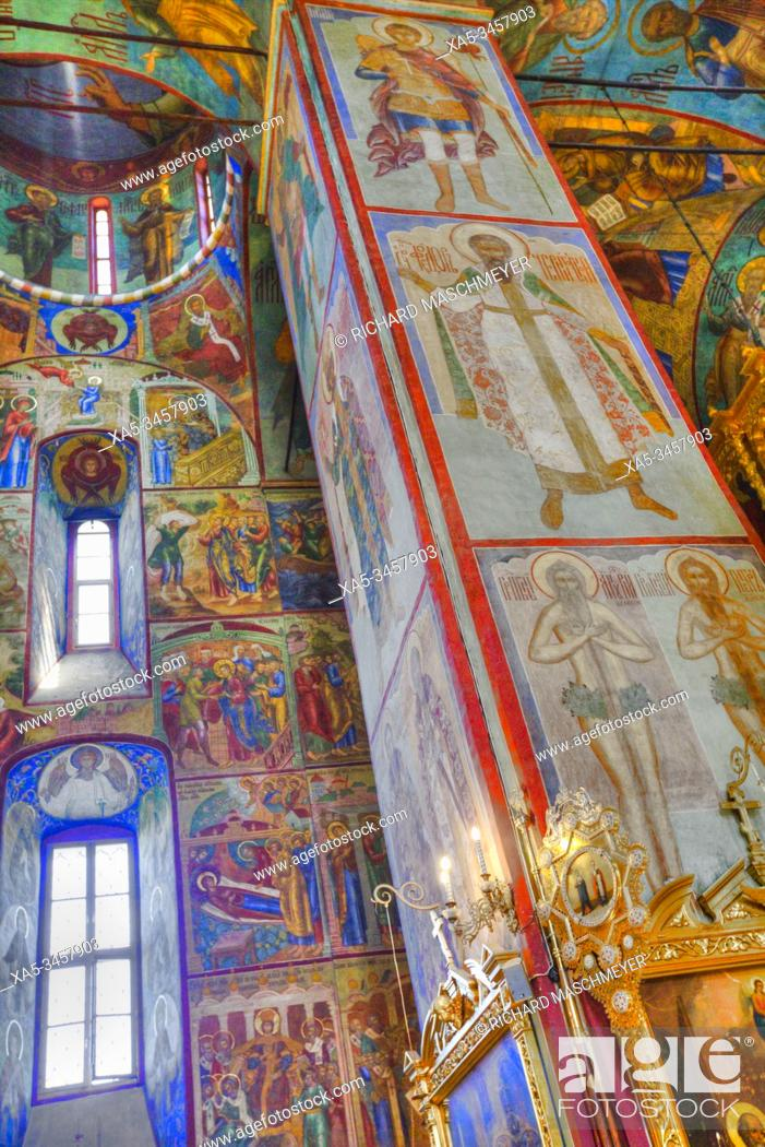Imagen: Frescoes, Holy Dormition Cathedral, The Holy Trinity St Sergius Lavra, Sergiev Posad, Golden Ring, Moscow Oblast, Russia.