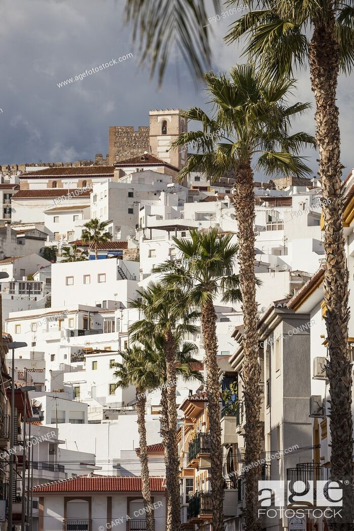 Imagen: Church and castle dominate town in Salobreña, Granada, Spain.