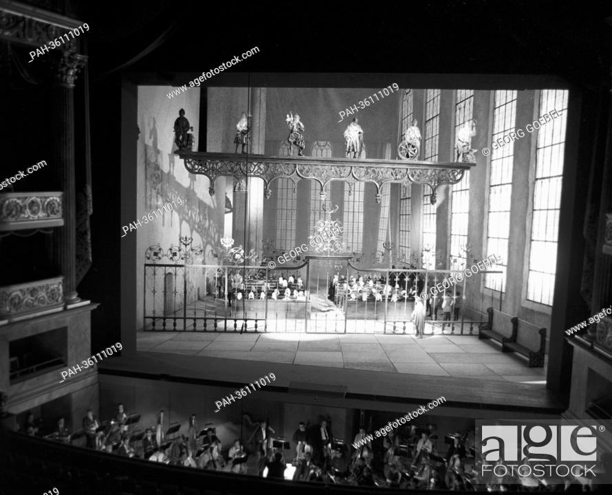 """Stock Photo: With the opera """"""""Die Meistersinger von Nürnberg"""""""" the rebuilt national theatre of Munich is opened on 23 November 1963. The picture shows the hall during the."""