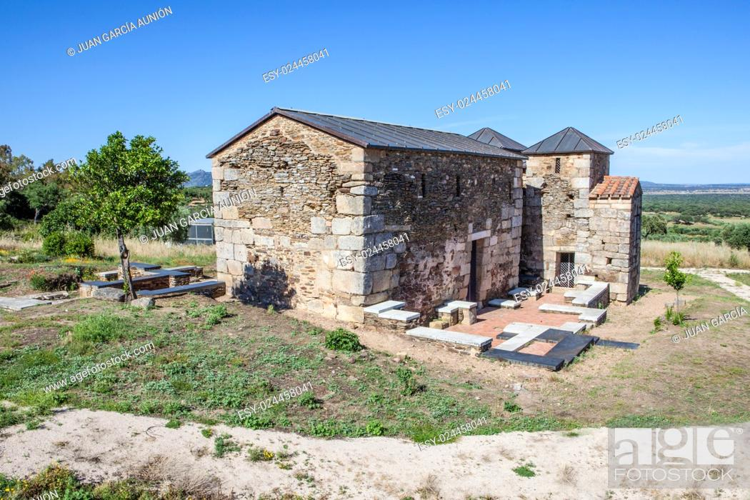 Imagen: Visigothic church of Santa Lucia del Trampal, Alcuescar, Spain. Main nave view.