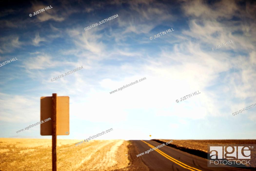 Photo de stock: Rural Farmland and Road sign along Highway.