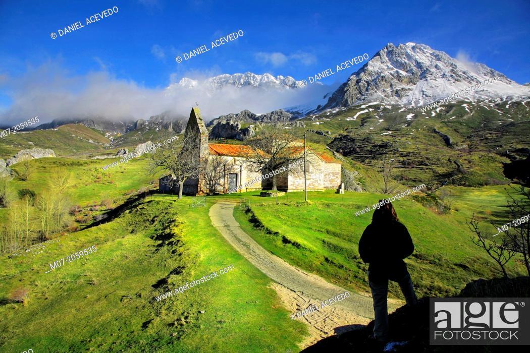 Imagen: Torrebarrio chapel, Babia valley, León, Spain.