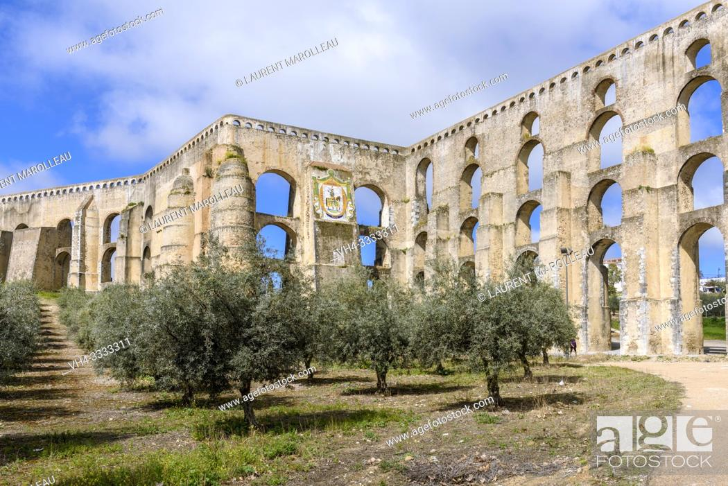 Imagen: Olive trees and Amoreira Aqueduct, Garrison Border Town of Elvas and its Fortifications, Portalegre District, Alentejo Region, Portugal, Europe.
