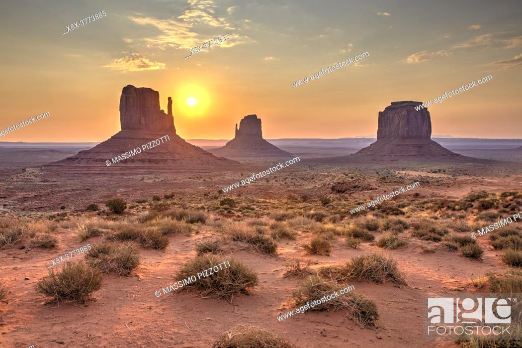 Imagen: Sunrise over the Monument Valley from the Artist's point, Arizona, United States.