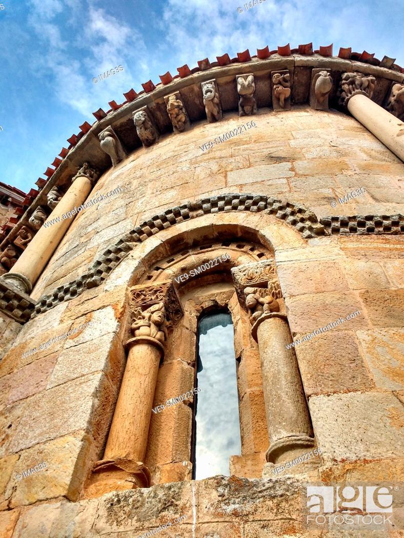 Imagen: Romanesque Collegiate Church of San Pedro (12th Century). Cervatos. Cantabria. Spain.