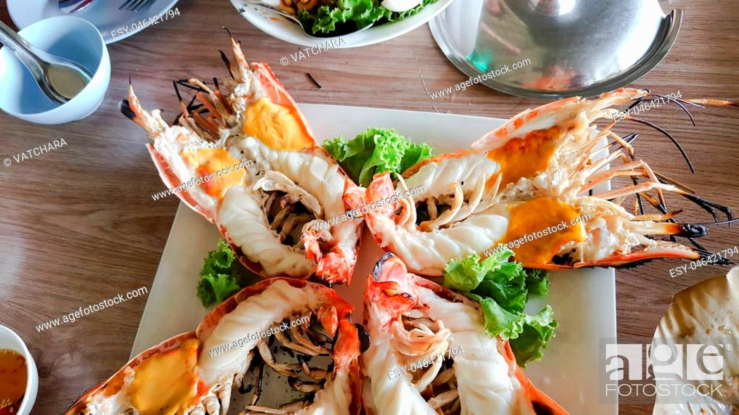 Photo de stock: grilled giant river prawn with yellow creamy fat on head.