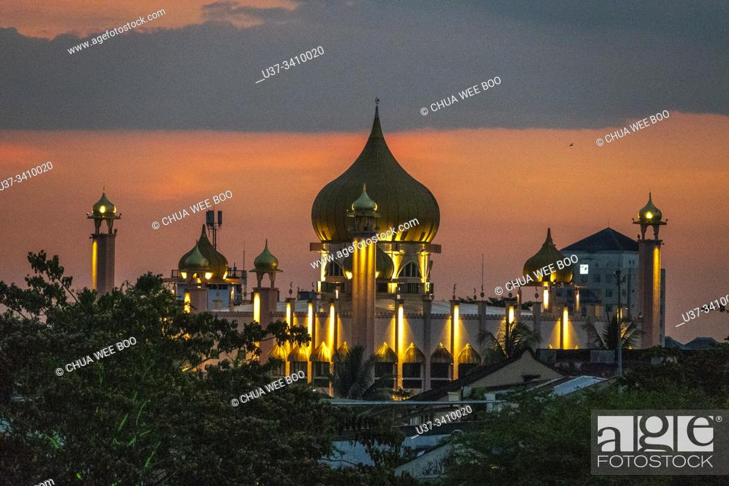 Stock Photo: View of The Kuching Old mosque from Darul Hana bridge at dusk, Sarawak, Malaysian Borneo, Malaysia, Southeast Asia, Asia.