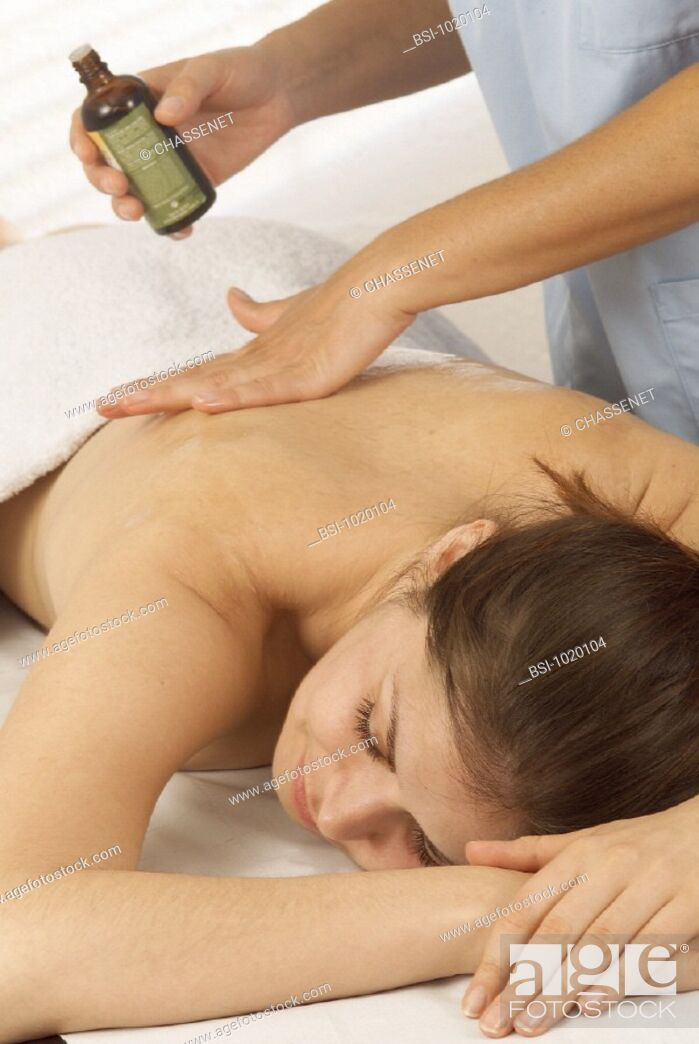 Stock Photo: WOMAN BEING MASSAGED<BR>Models.