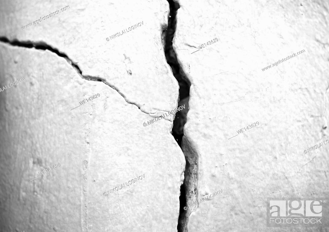 Stock Photo: Vertical black and white crack in wall background.