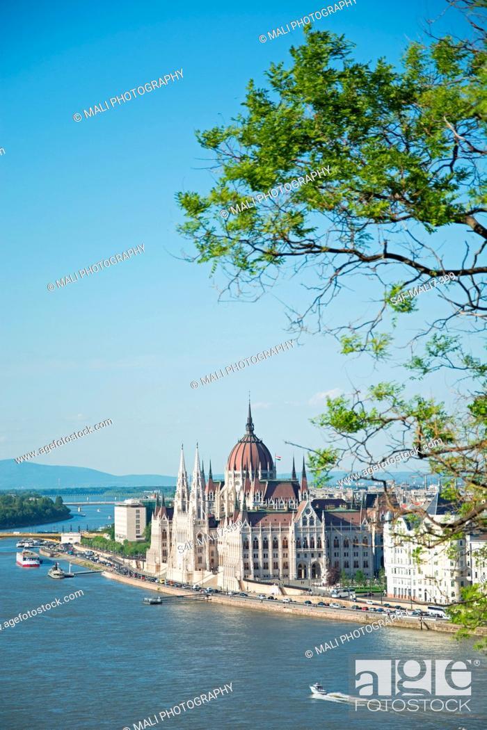 Stock Photo: Ungarn, Budapest, Stadtansicht mit Donau und Parlament.