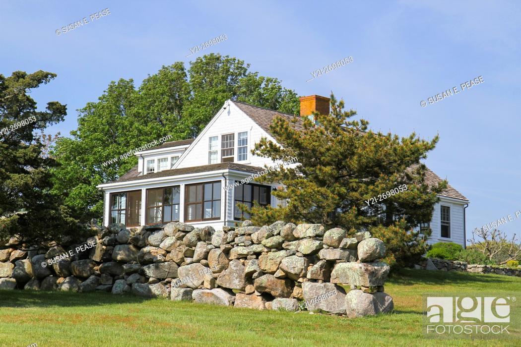 Photo de stock: A home in Menemsha, Chilmark, Martha's Vineyard, Massachusetts, United States, North America. Editorial use only.