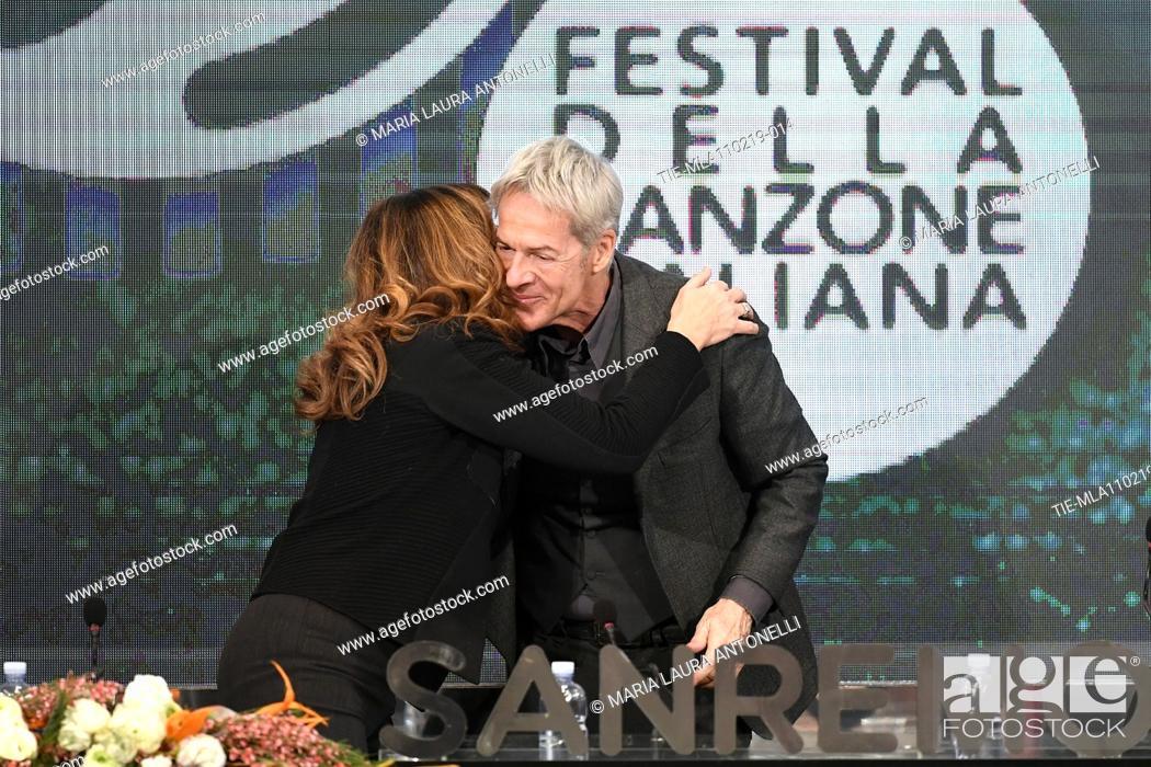 Imagen: Claudio Baglioni greets the Director of Rai 1 Teresa De Santis during the final press conference of 69th Sanremo Music Festival, Sanremo, ITALY- 10-02-2019.