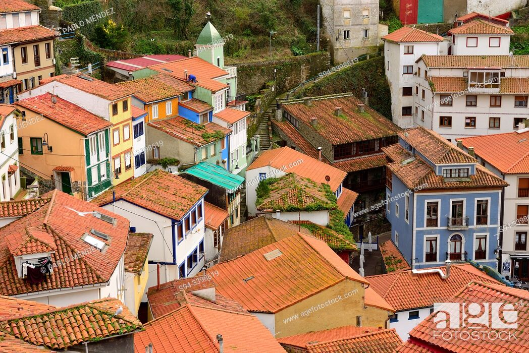 Imagen: View of rooves and houses of Cudillero, Asturias, Spain.