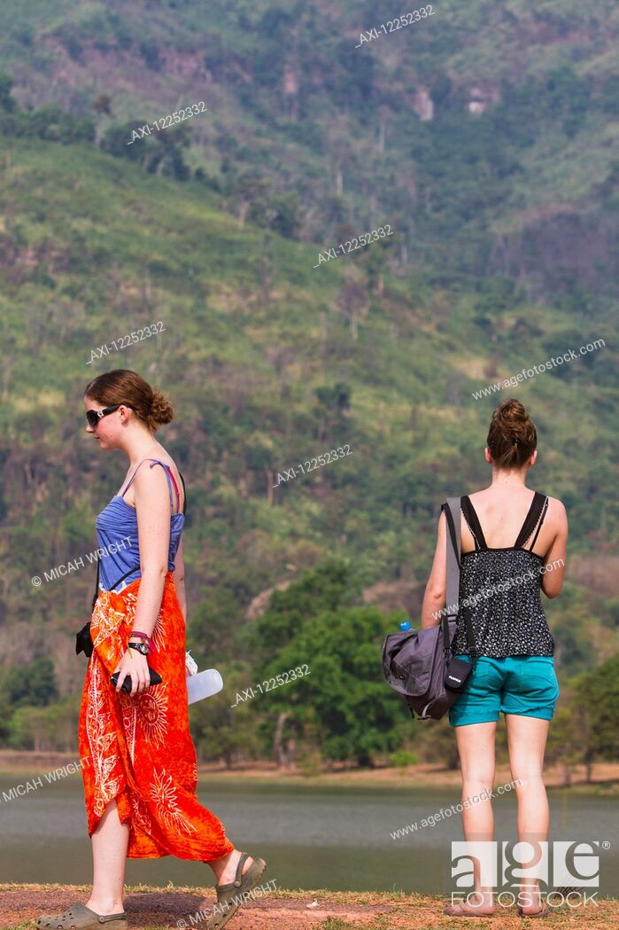 Imagen: Young female tourists visiting Wat Phu temple; Wat Phu, Laos.