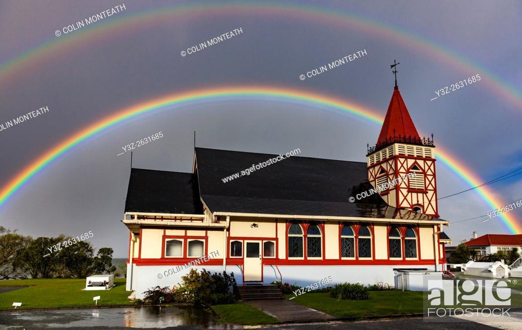 Imagen: Rainbows over Maori owned Church of St Faith, Ohinemutu, Rotorua.