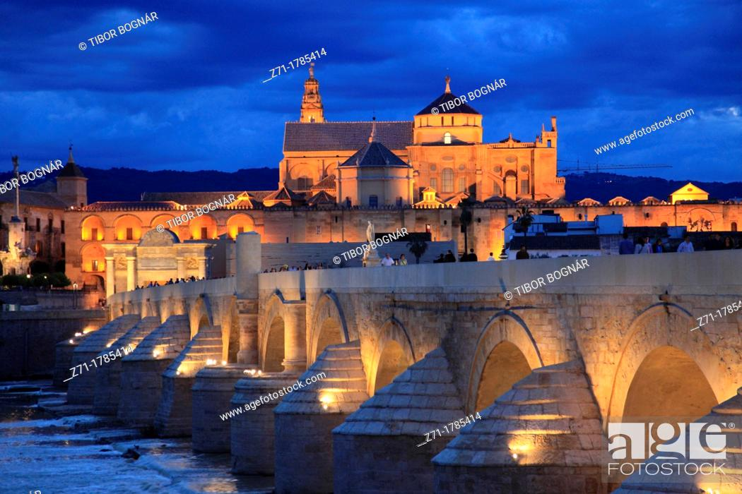 Stock Photo: Spain, Andalusia, Cordoba, Cathedral, Puente Romano,.