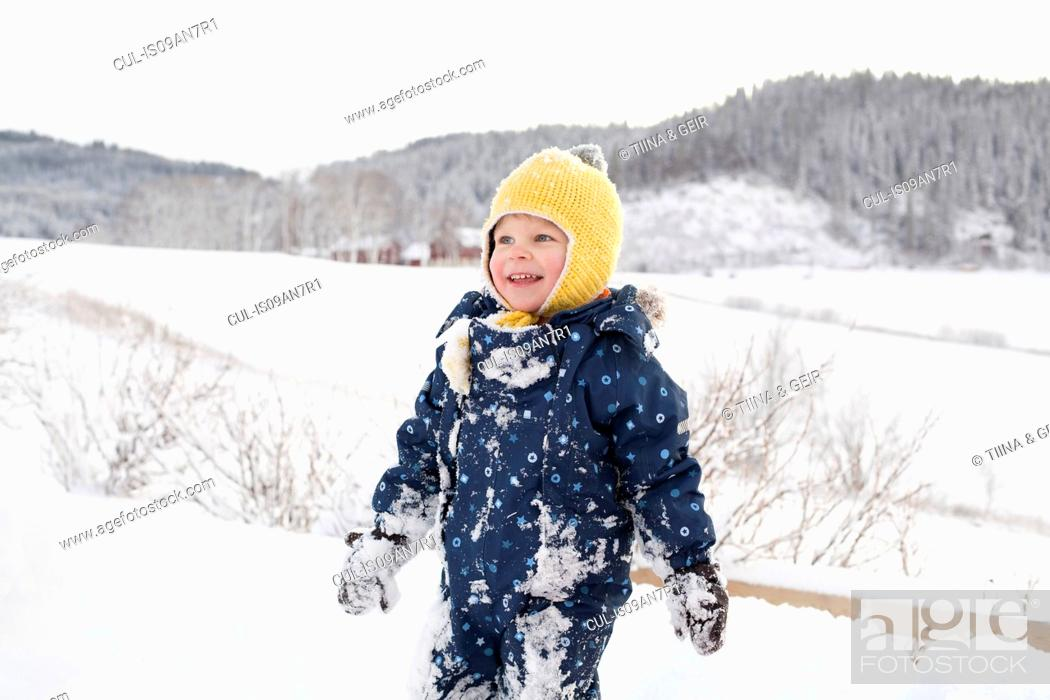 Photo de stock: Boy playing in the snow.