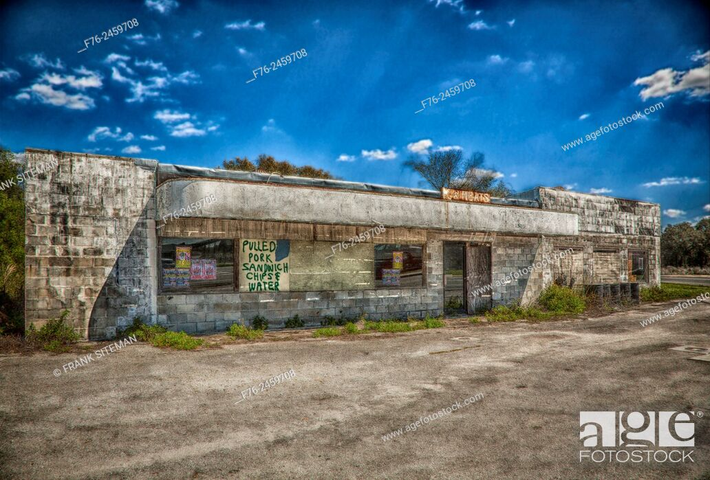 Stock Photo: Abandoned storefront and market in rural South Carolina, USA.