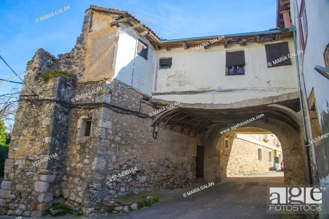 Stock Photo: Arch and street. Fuentidueña, Segovia province, Castilla Leon, Spain.