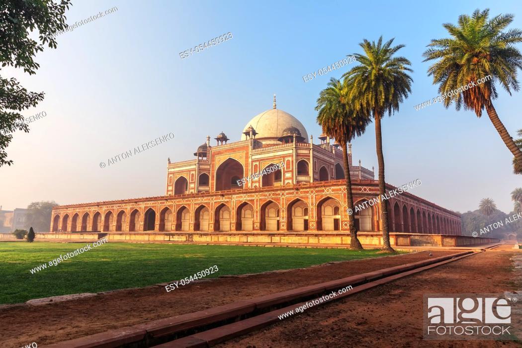 Stock Photo: Humayun's Tomb, beautiful sunny day view, New Delhi, India.