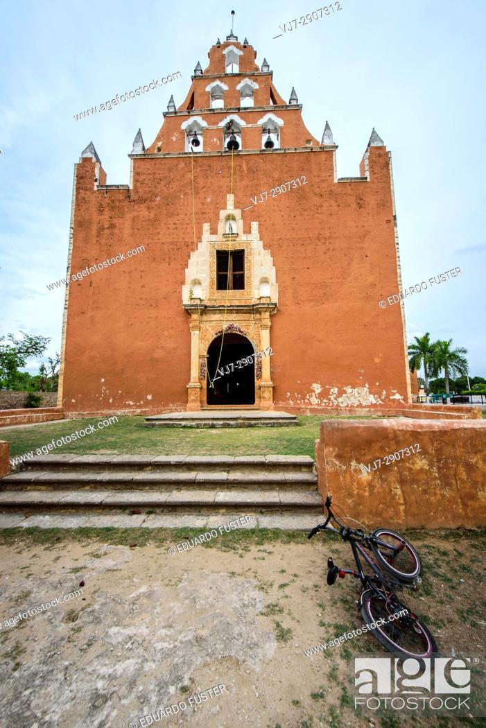 Stock Photo: Exterior of the convent of Mama, Yucatan (Mexico).