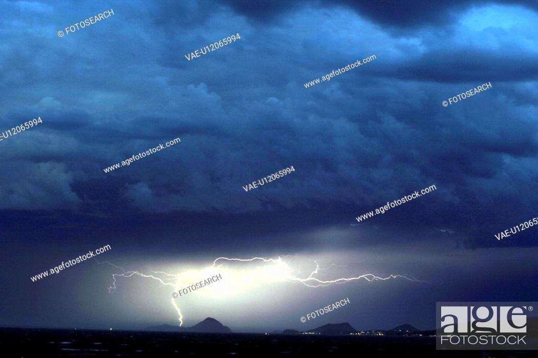 Stock Photo: bad, cloud, clouded, clouds, cloudy, flash, images.