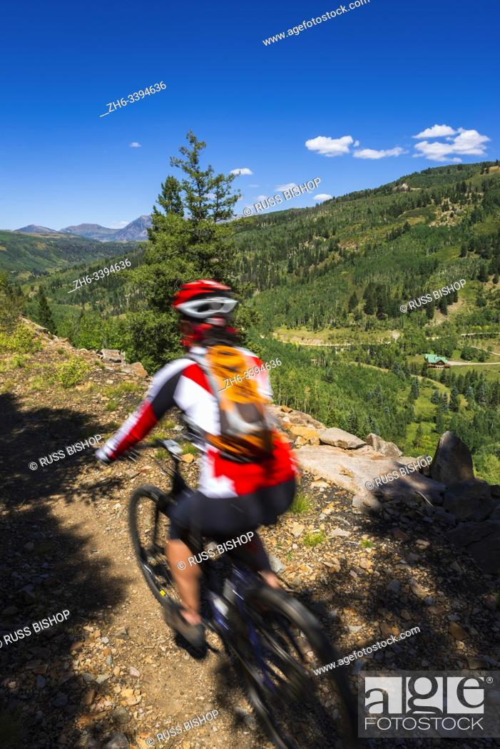 Imagen: Mountain biker on the Galloping Goose Trail, Uncompahgre National Forest, Colorado USA (MR).